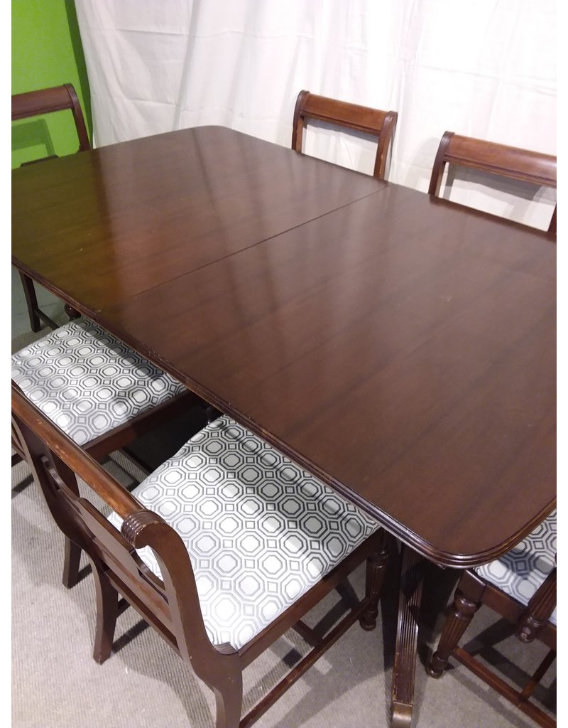 Vaughan Duncan Phyfe Dining Table with 6 chairs