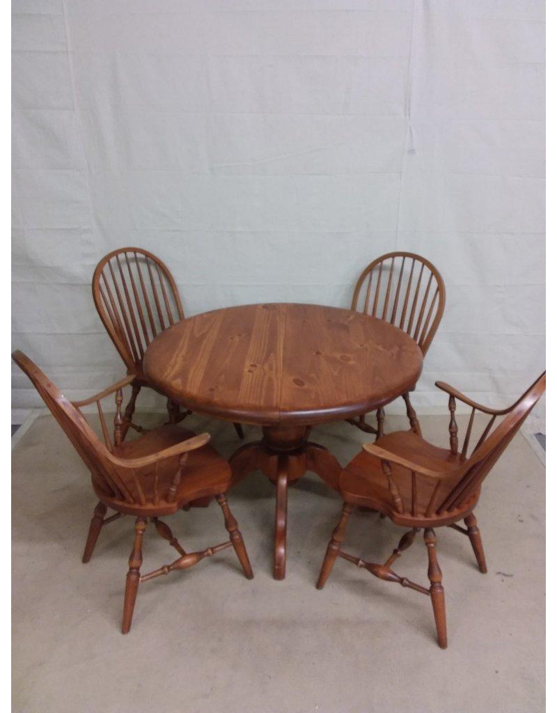 Studio District Pine dining set