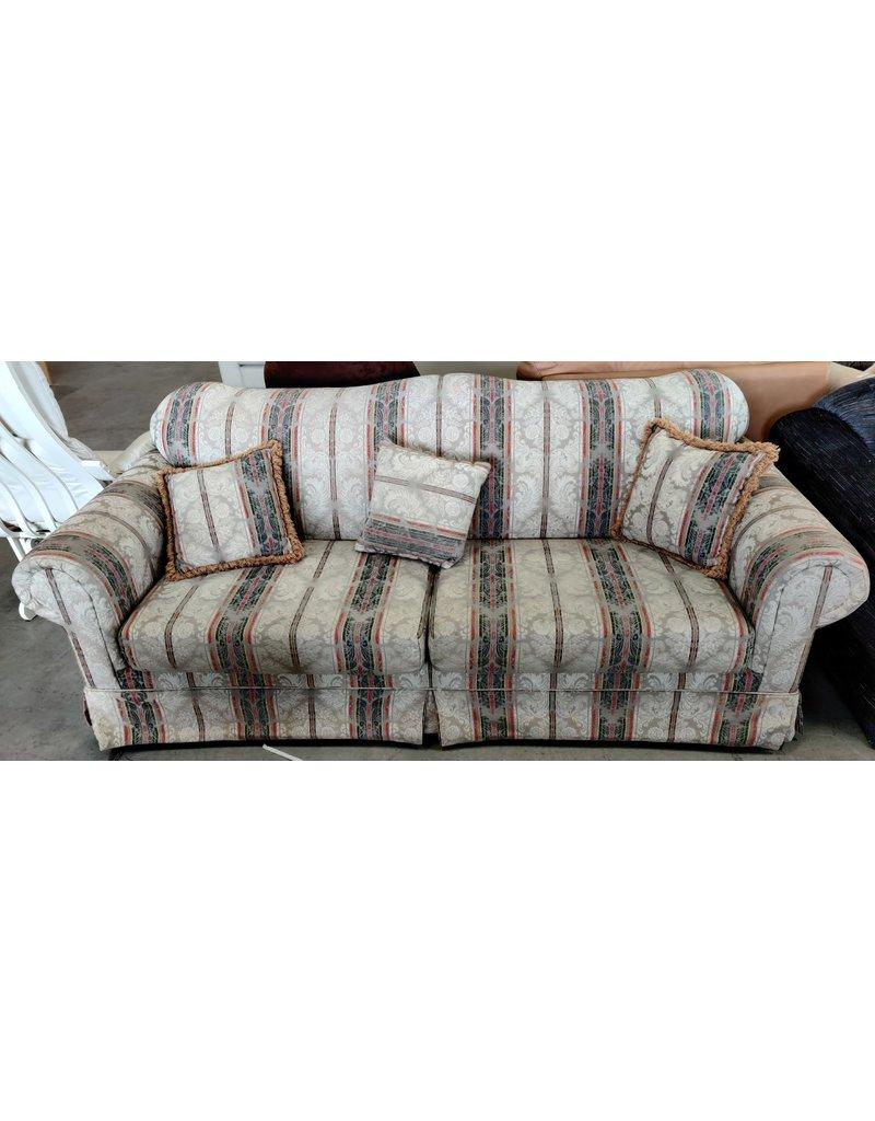 Markham West Old style sofa