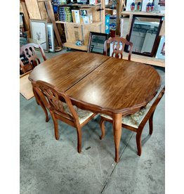 Markham West Solid wood dining table with 4 chairs