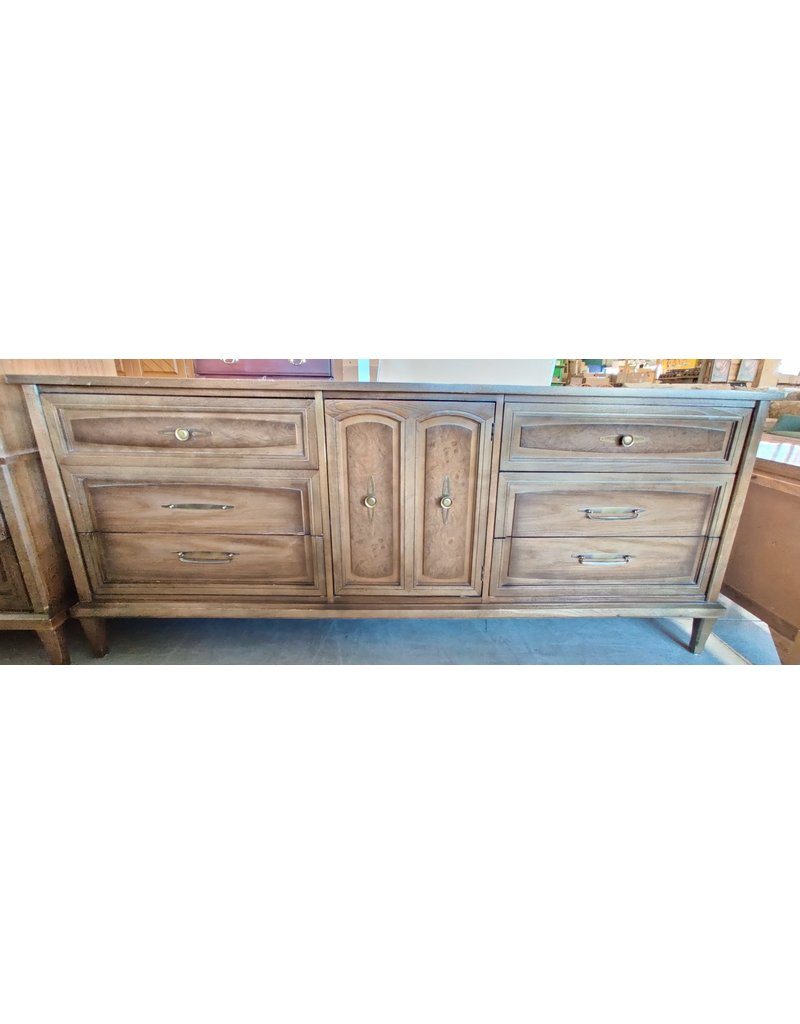 Markham West Old fashion credenza