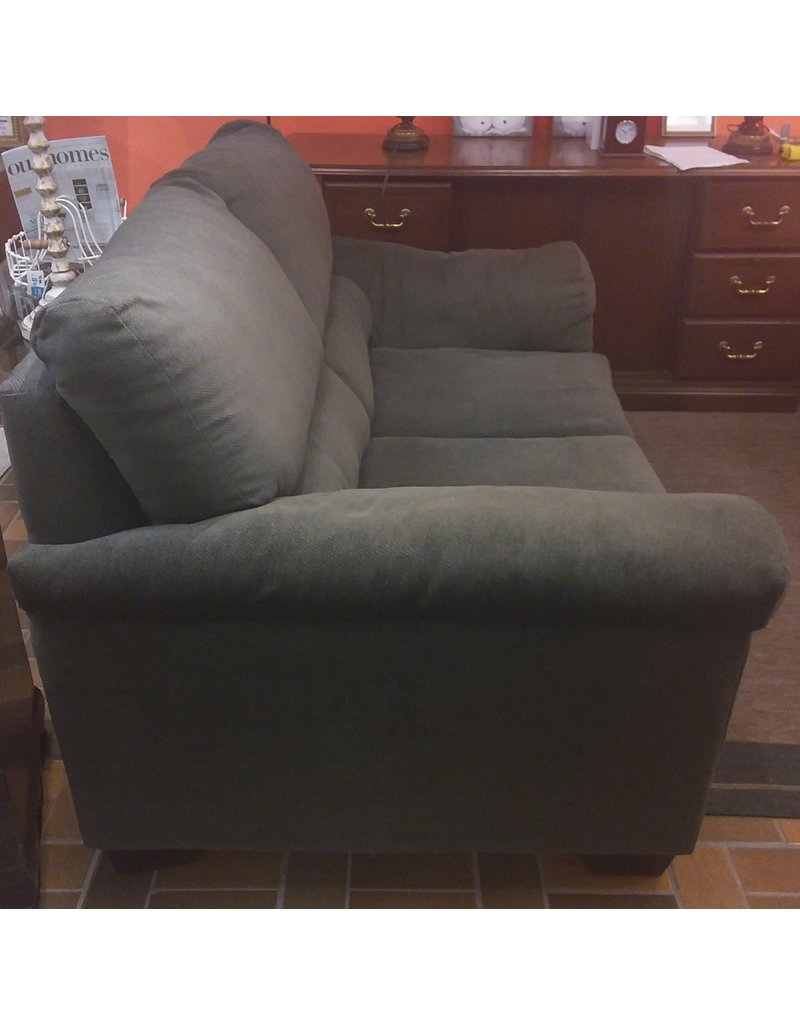 Vaughan Dark green couch