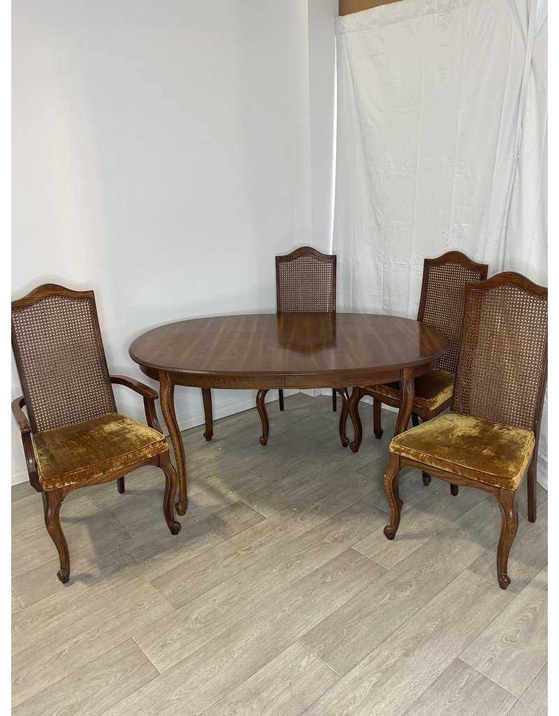 Markham West Dining Room Table with Extension and 4 Chairs