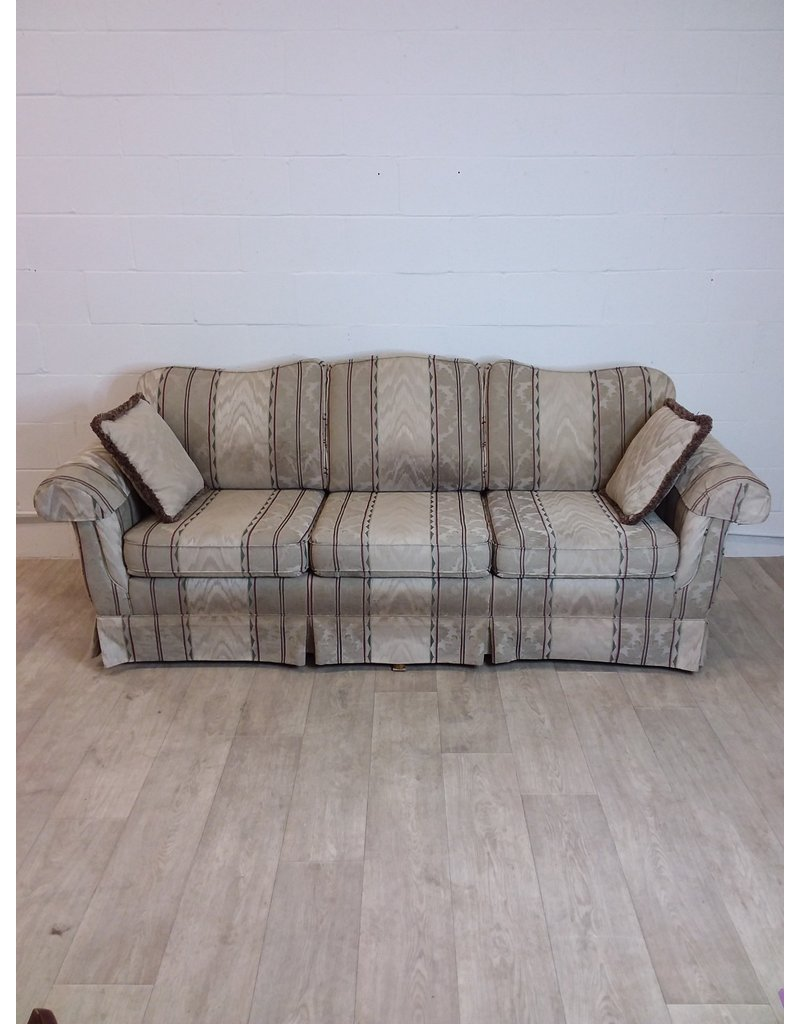 North York 3 seat sofa with 2 pillows