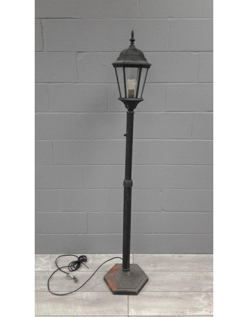 Brampton Black Lamp Post
