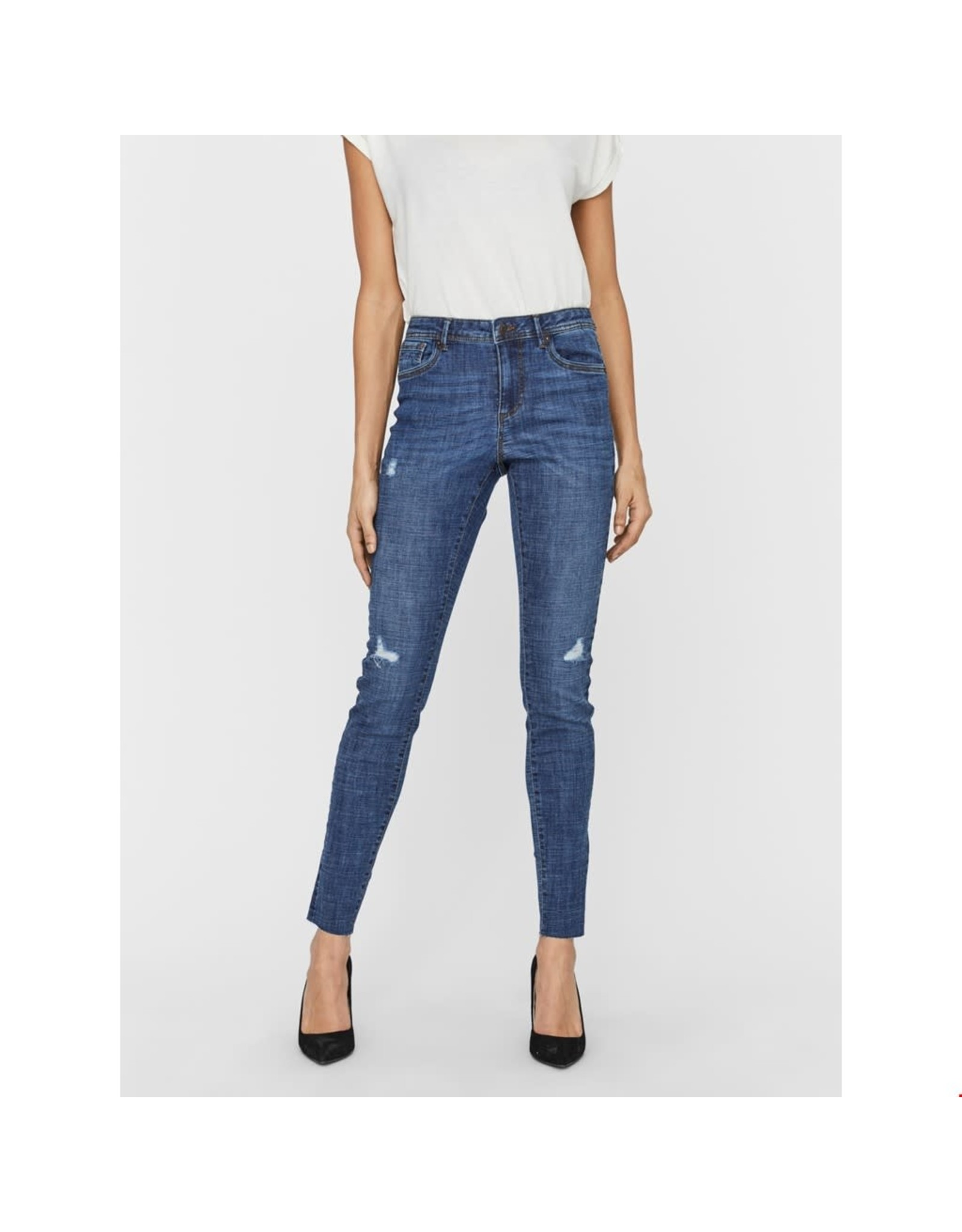 Vero Moda Mid Rise Frayed  Ankle Jean