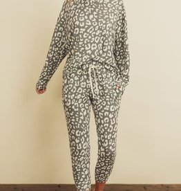 Scout the Label Liza  Leopard  Print Lounge Set