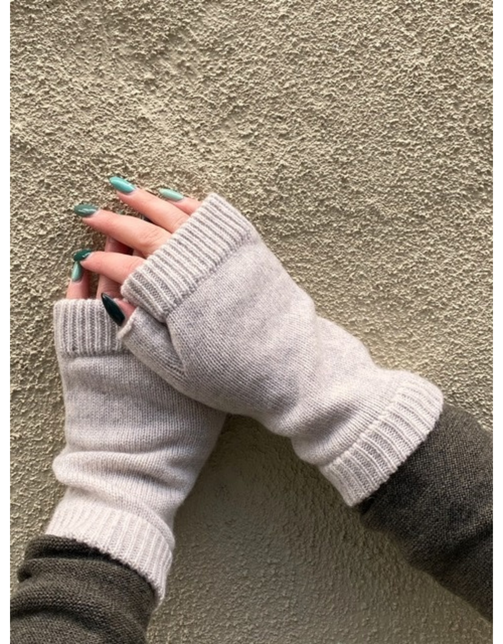 Naif - Cozy Fingerless Cashmere Gloves