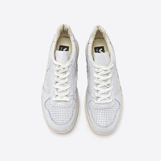 Veja V-10 in Extra White