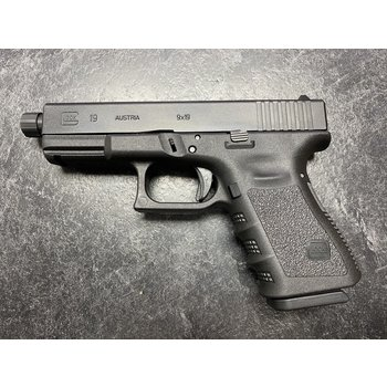 Glock Model 19 Gen 3 9mm Semi Auto Pistol w/Threaded BBL & 3 Mags