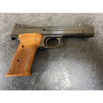"Smith & Wesson Model 41 22 LR 5.5"" Target Semi Auto Pistol w/2 Mags (no DASH)"