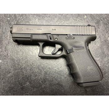 Glock Model 19 9mm Canadian Edition  Semi Auto Pistol w/5 mags
