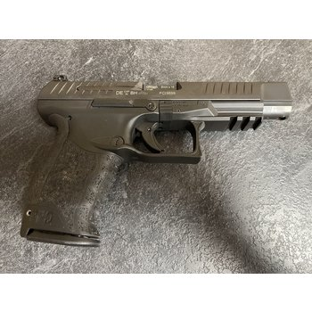 Walther PPQ 9mm Semi Auto Psitol w/2Mags Case &  Manuals