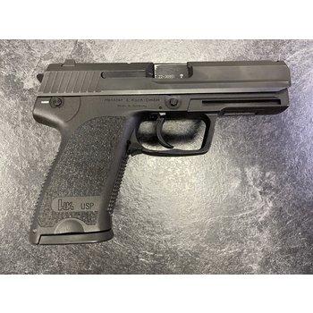 """Heckler & Koch USP 40 S&W 4.25"""" Semi Auto Pistol w/2 Mags"""