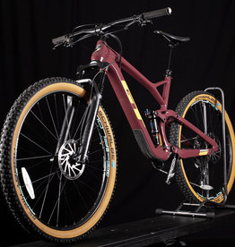 Used 2019 GT Sensor Carbon Expert Mountain Bike Size large or 19in