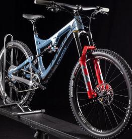 2020 Pivot Mach 6 XT Special Carbon Mountain Bike, Blue Mirage