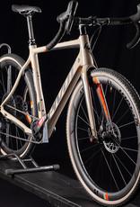 2020 Pivot Vault 4 Team Force 700c Carbon Bike, SRAM E-Tap, Size Med