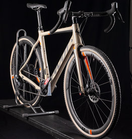 2020 Pivot Vault 4 Team Force 700c Carbon Bike, SRAM E-Tap