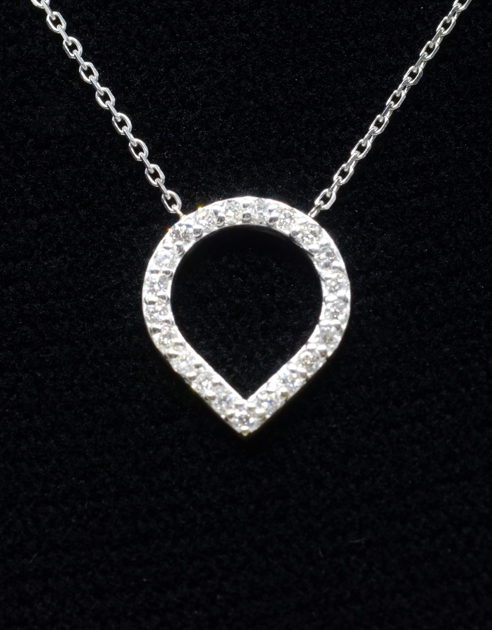 Nobles Metales Inverted Teardop Diamond Necklace