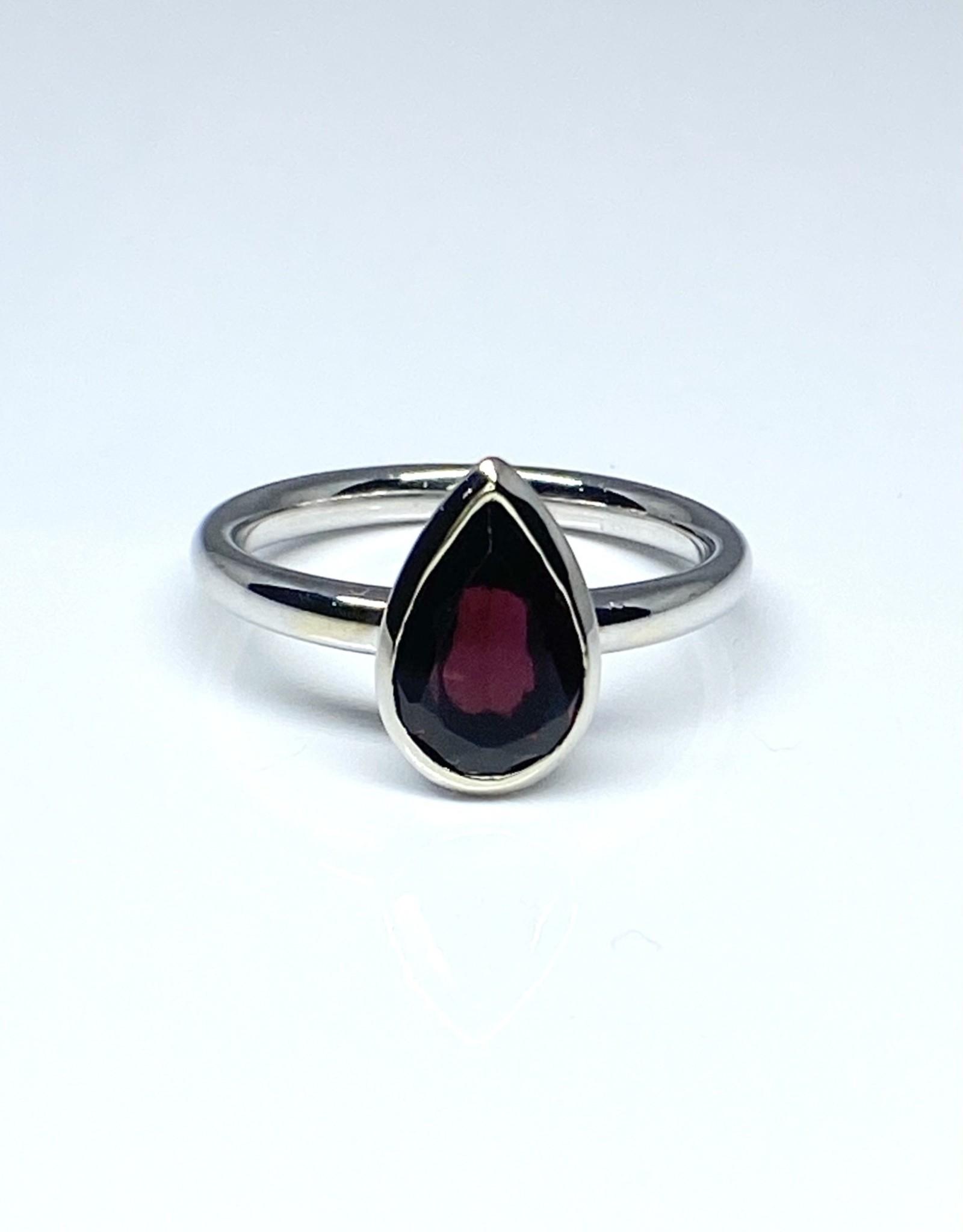 Nobles Metales Garnet Teardrop Ring
