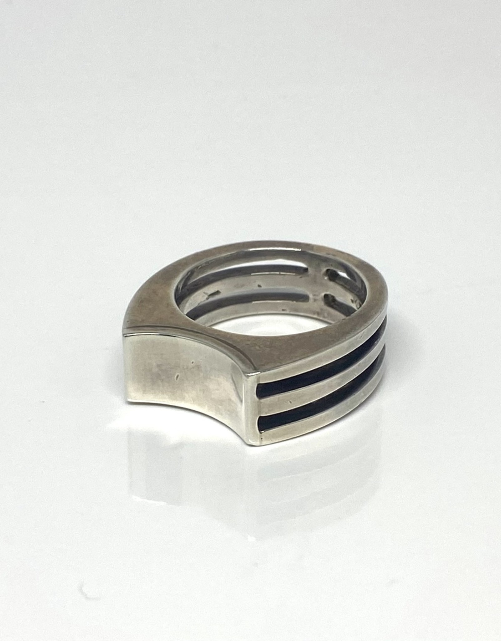 Nobles Metales Concave Slats Silver Ring