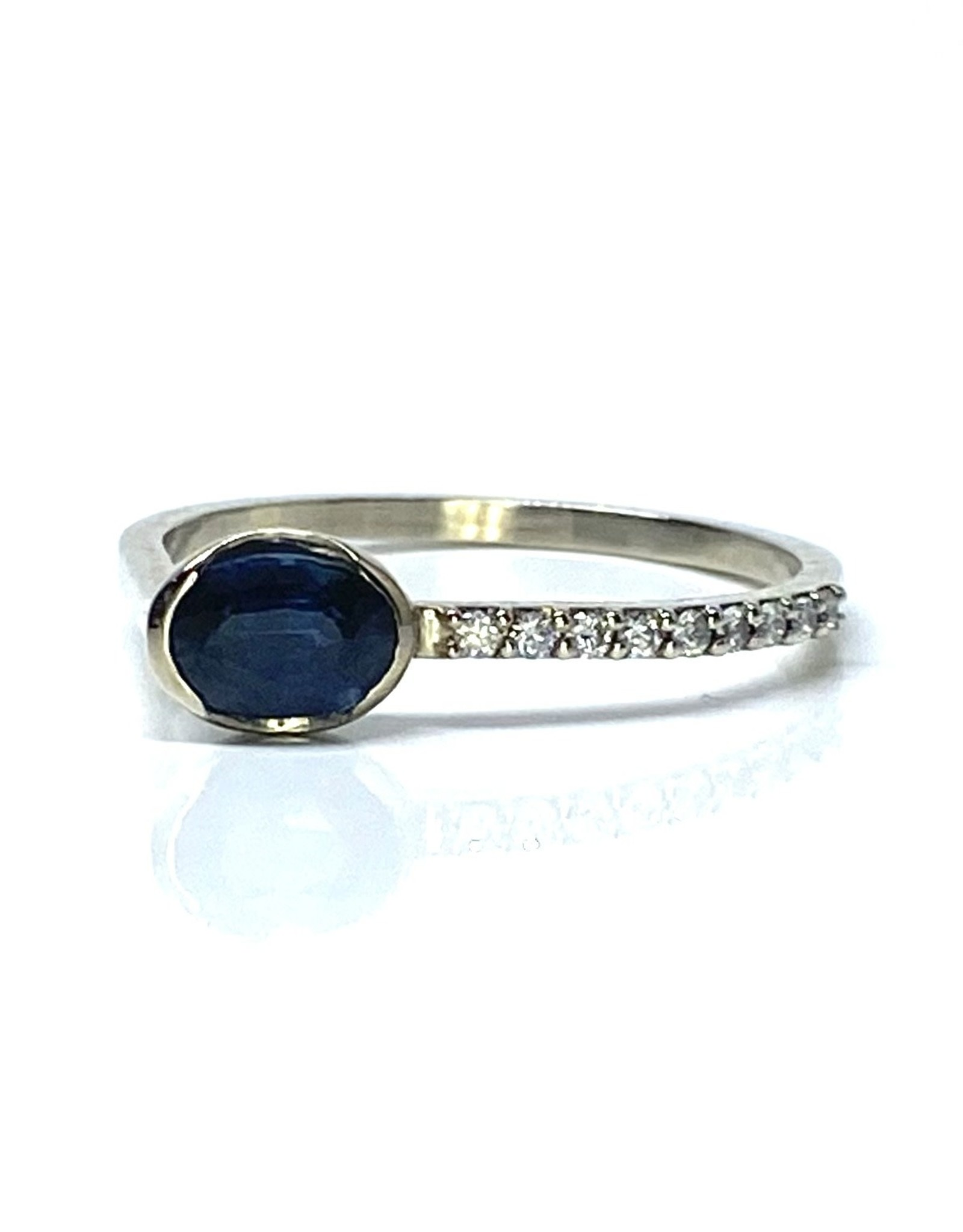 Nobles Metales Offset Oval Sapphire Ring