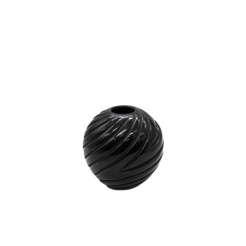 Santa Clara Santa Clara black mellon Pot by Denise Chaviera