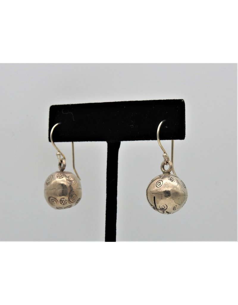 Pam Springall PS-E192C Silver Bell on wire