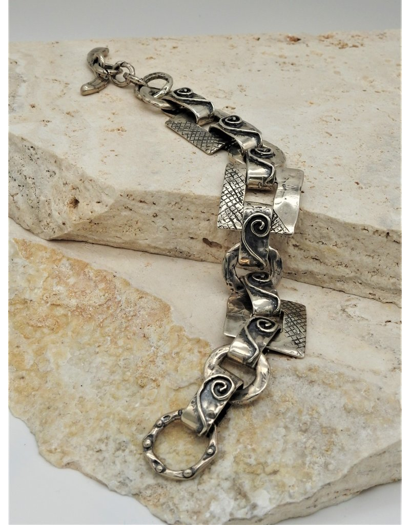 Pam Springall PS-B151C SS Cross Htchd Sqrs, Sprl links, toggle clasp