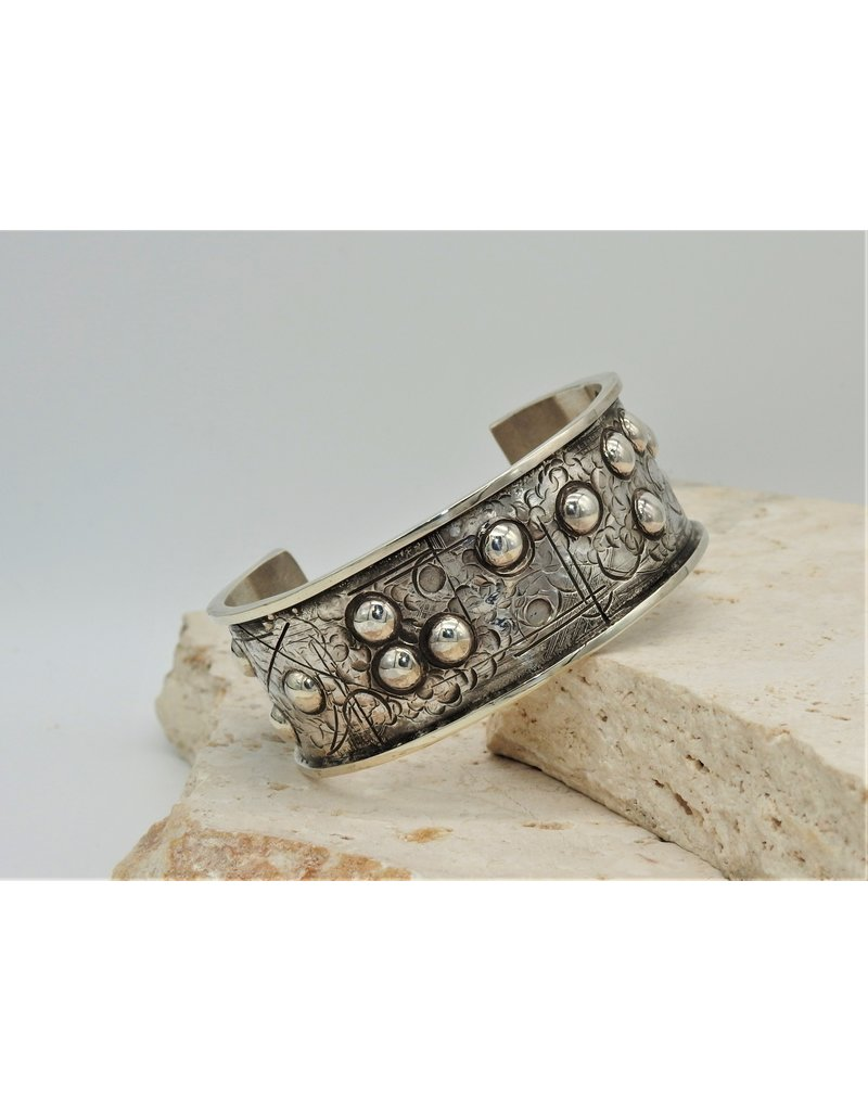 """SW Native American SW - 1"""" SS Repousse Cuff w/ Domes Sz.6"""