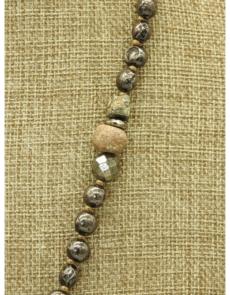 "Gildas Gewels 35"" Diamond crowned horn necklace"