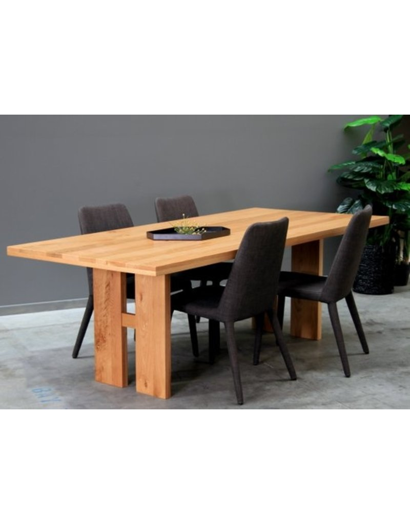 SATARA Delta dining table