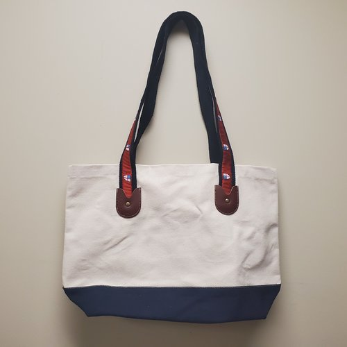 TOTE LARGE EPISCOPAL SHIELD