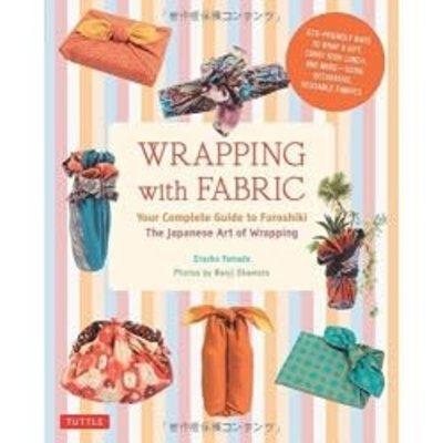 Livre - Wrapping With Fabric  / Envelopper avec du tissu