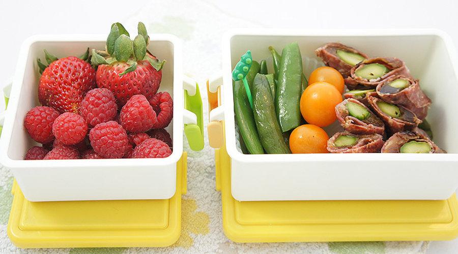 Une recette légère pour le printemps: rouleaux d'asperges et de salami