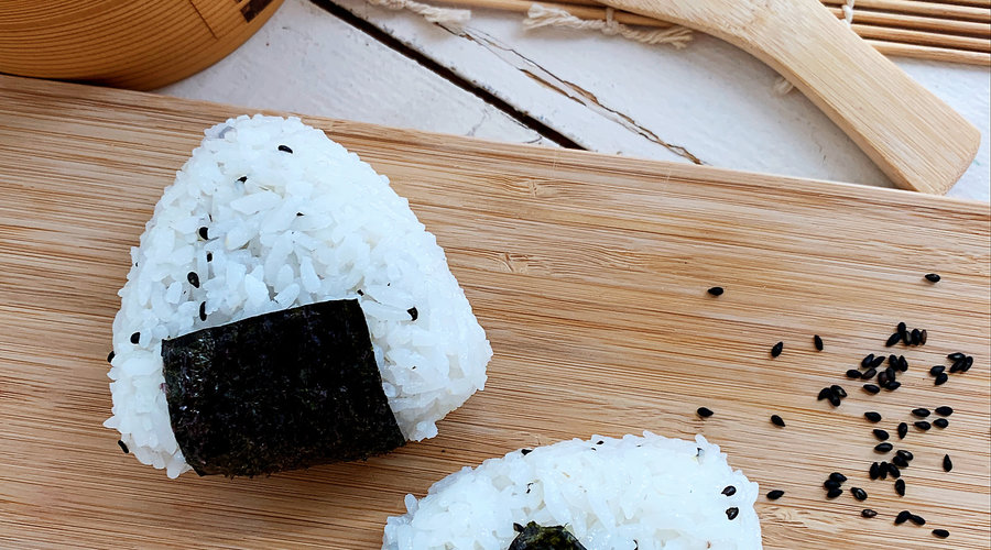What is onigiri and how do you prepare it?