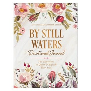 By Still Waters Devotional Journal: 365 Devotions to Quiet and Refresh Your Soul (Anita Higman, Marian Leslie), Paperback