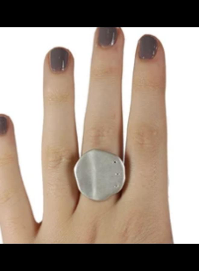 CUPCAKE RING WITH 3 DIAMONDS