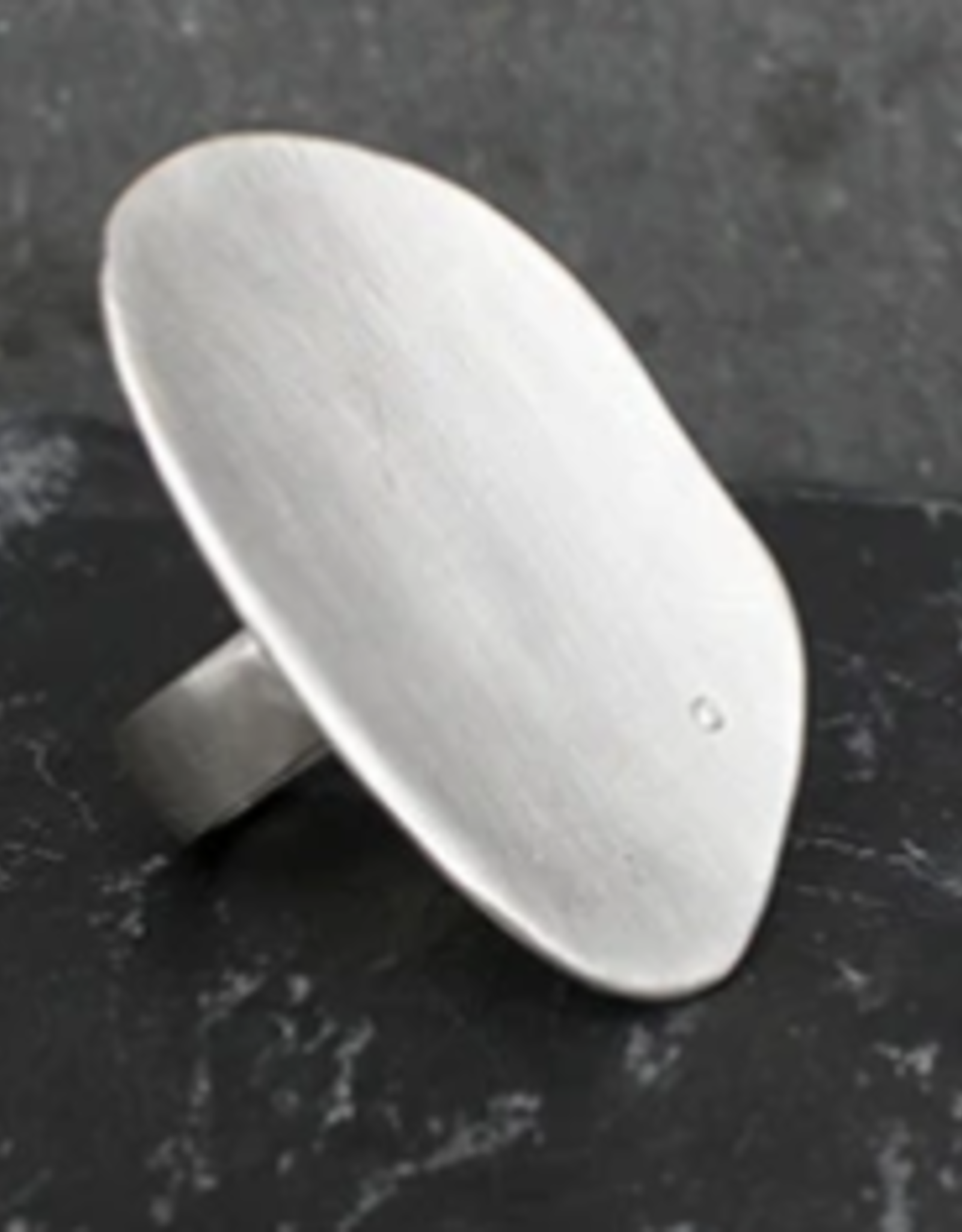 SAUNDRA MESSINGER DIVA OVAL RING WITH 1 DIAMOND