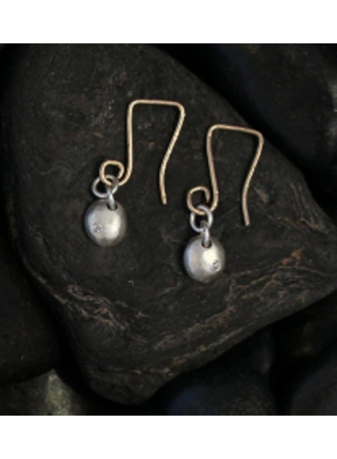 Earrings small raindrop on wir