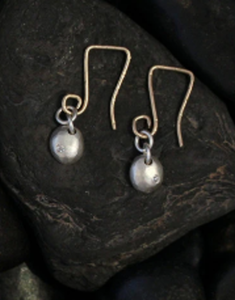 SAUNDRA MESSINGER Earrings small raindrop on wir