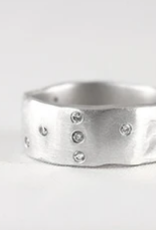 SAUNDRA MESSINGER THE ESSENTIAL RING WITH 18 DIAMONDS