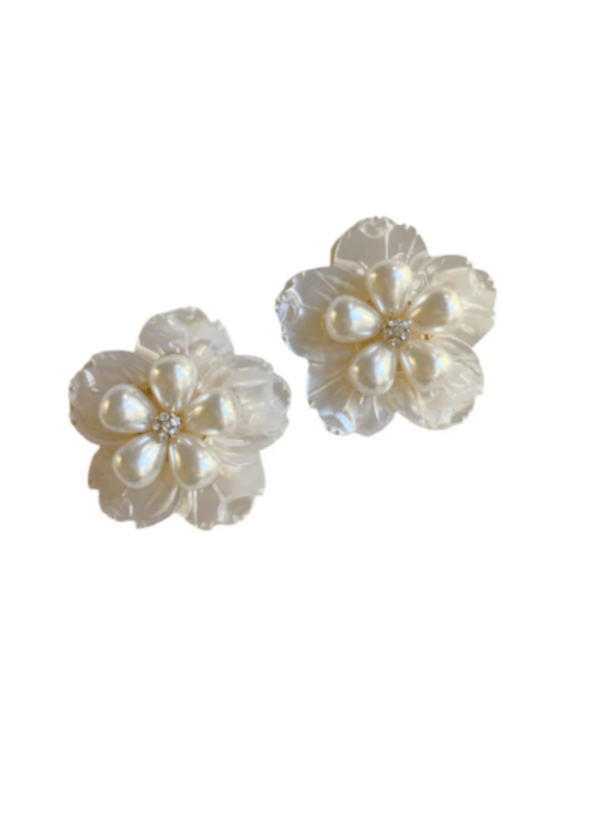 PEARLY FLORAL STUD CLIP