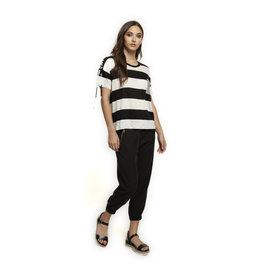 S/SLV SCOOP NECK TOP W/LACE-UP AT RIGHT SLV