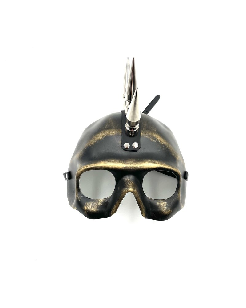 Skull mask with spikes