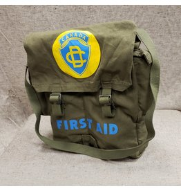 SURPLUS CANADIAN CIVIL DEFENCE FIRST AID POUCH