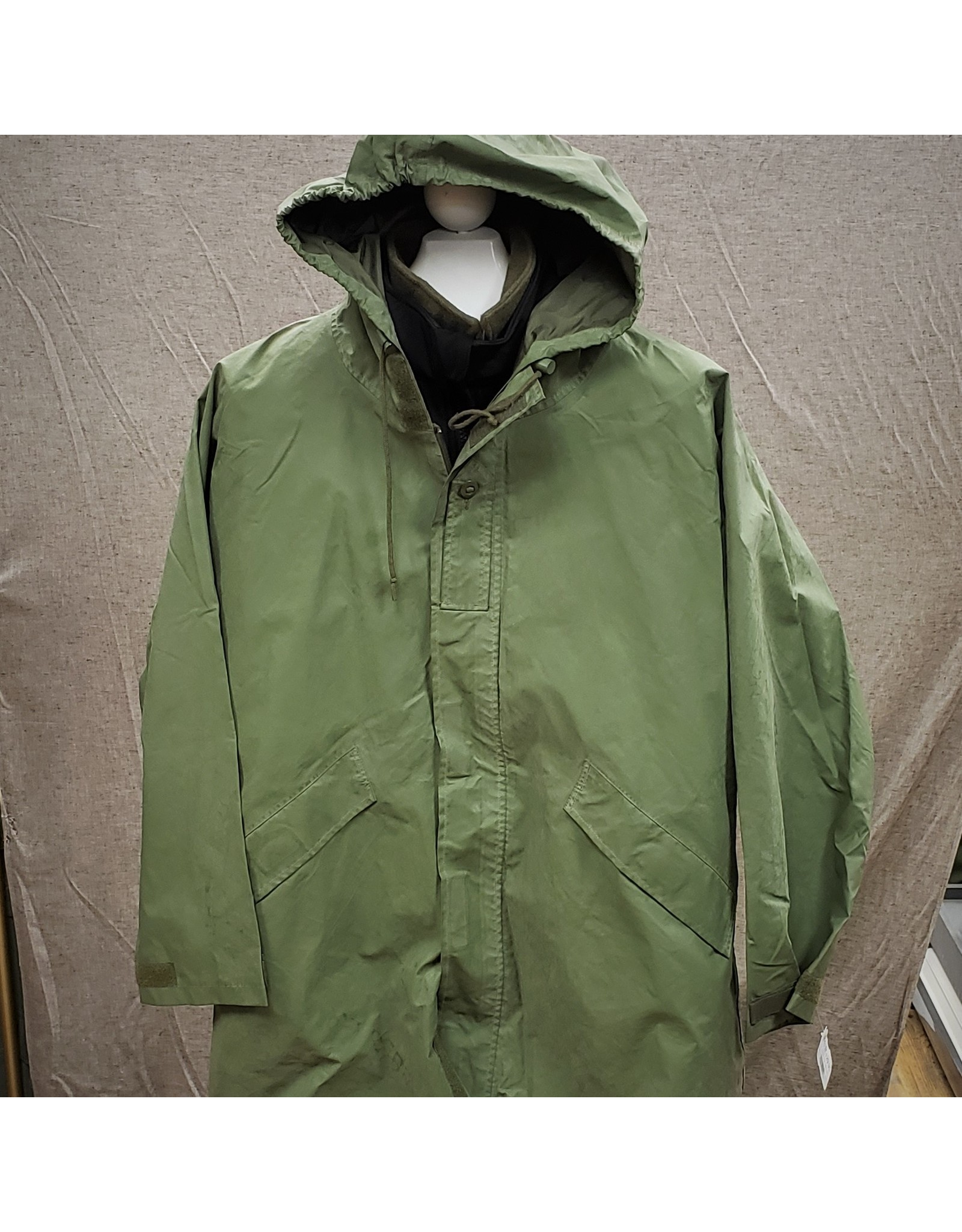 SURPLUS CANADIAN OLIVE RAIN JACKET