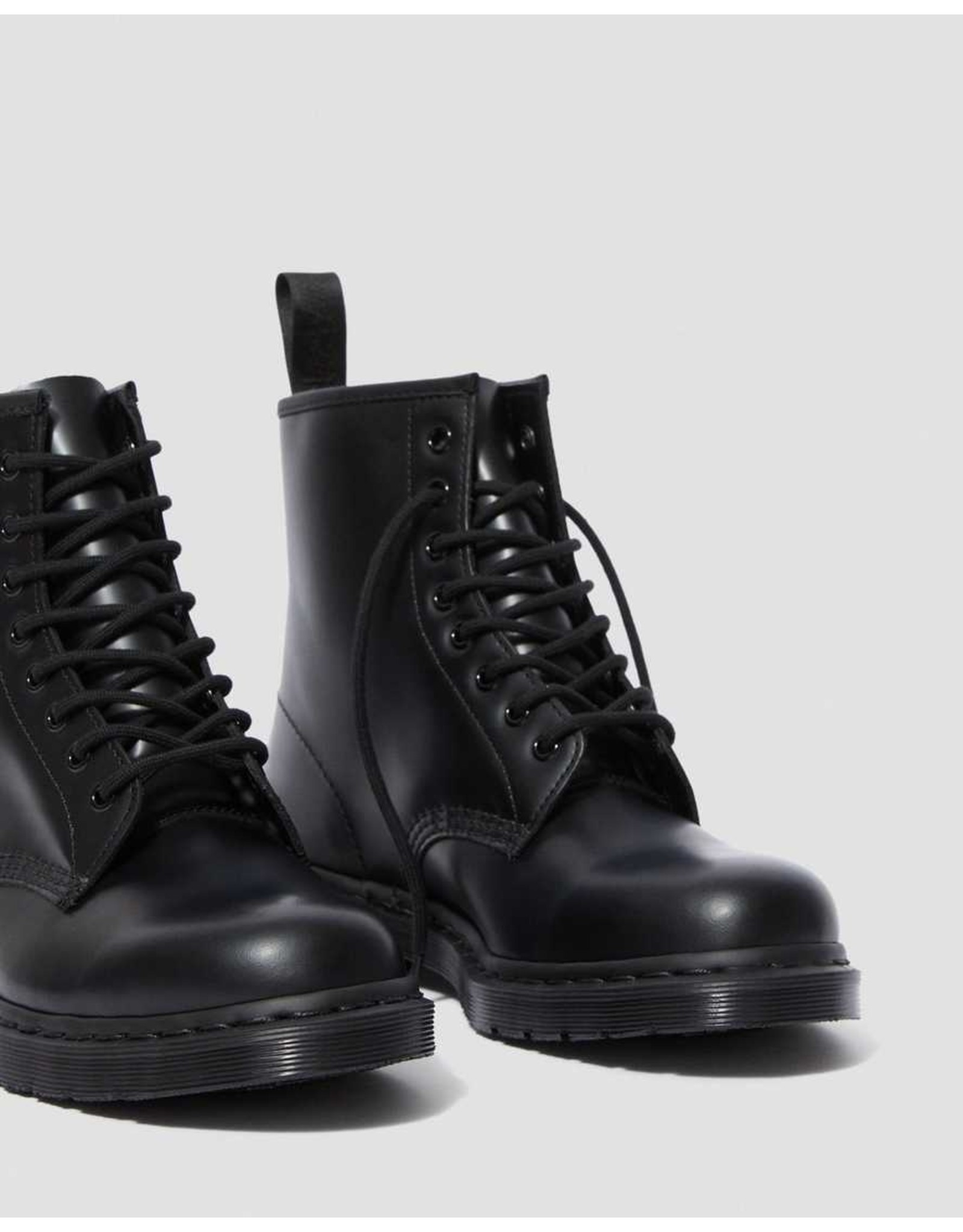 DR. MARTENS DR. MARTENS BLACK MONO SMOOTH LEATHER LACE UP BOOTS