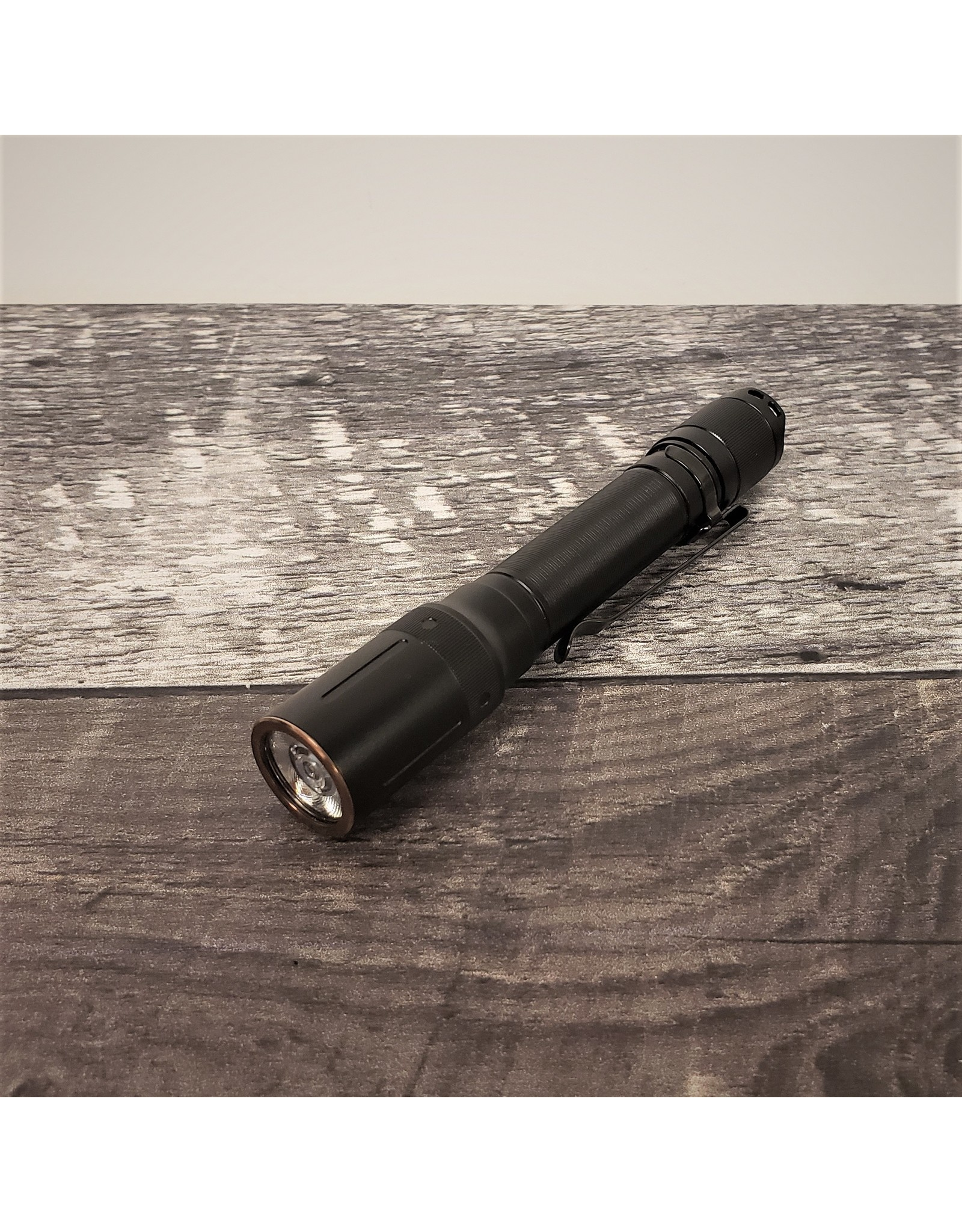 FENIX E20 V2.0 FLASHLIGHT