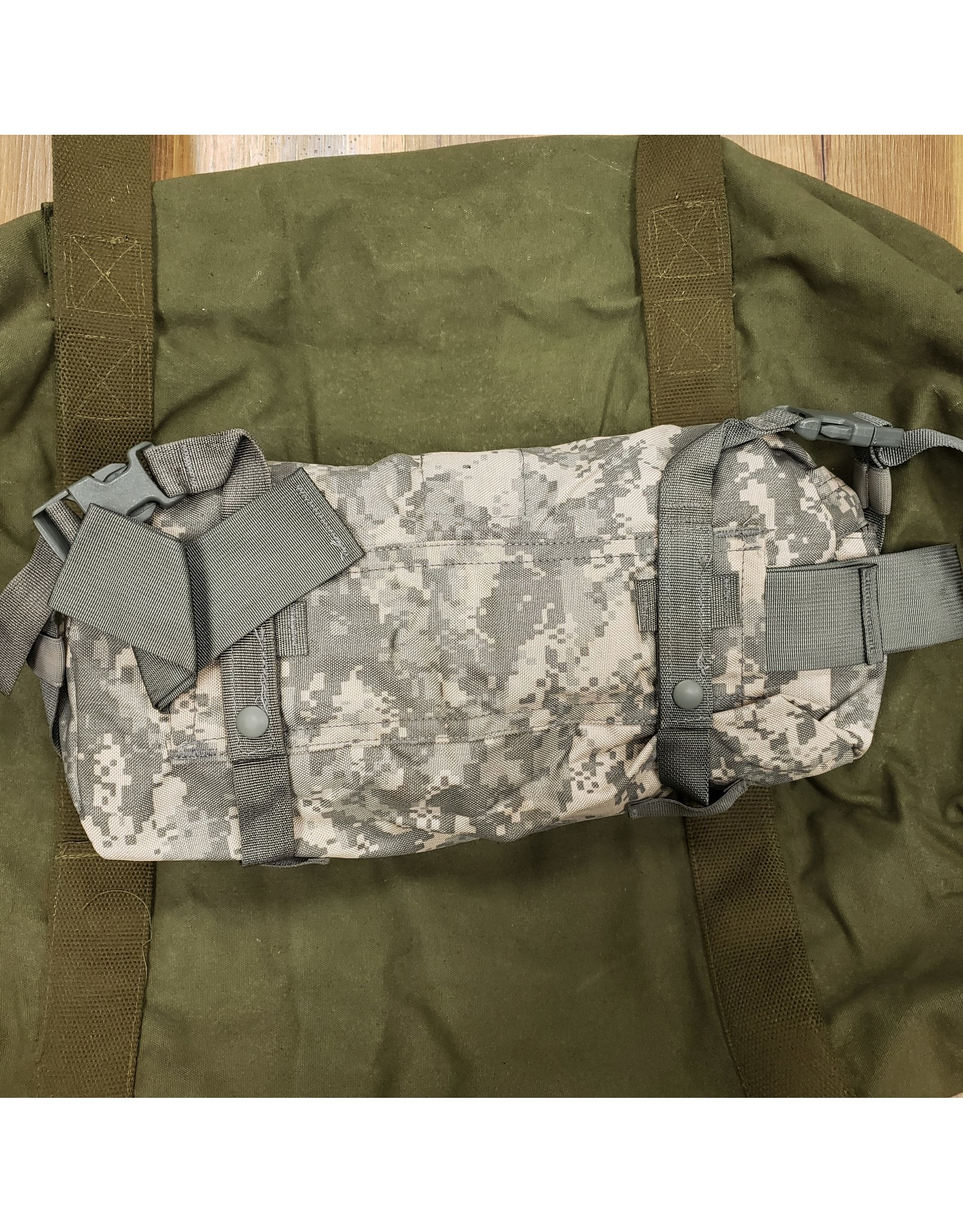 WORLD FAMOUS SALES U.S. ACU FANNY POUCH USED
